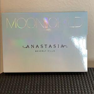 Anastasia Moon Child glow kit